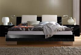 Bett Piceno mit optionalen Kissen in Schwarz