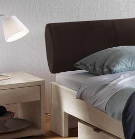 Bett Prato mit gepolstertem Kopfteil
