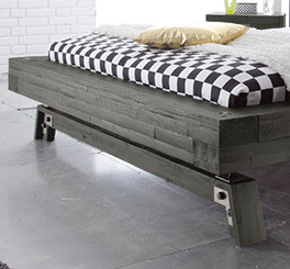 Bett Salo mit massivem Fußbereich