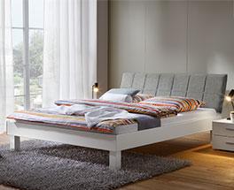 Bett Sierra in schlichtem Weiß