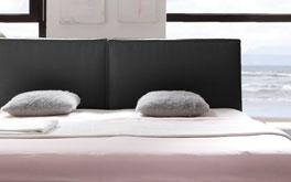 Bett Soana mit bequemem Kopfteil aus schwarzem Kunstleder