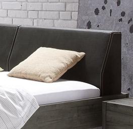 Bett Tornio mit Kopfteil aus Luxus-Kunstleder