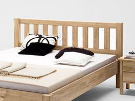 Bett Valencia mit Kopfteil aus Massivholz