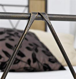 Bett Warna mit Fußteil-Verzierung