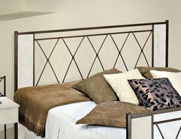 Bett Warna mit Kopfteil in Komforthöhe