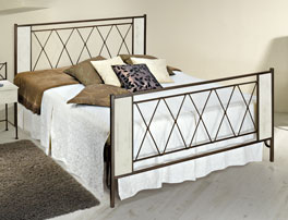 Bett Warna in lackiertem Metall