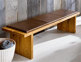 Massivholz-Bettbank aus Wildeiche als Schlafzimmermöbel