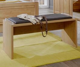 Komfortable Bettbank Trikomo aus teilmassiver Erle