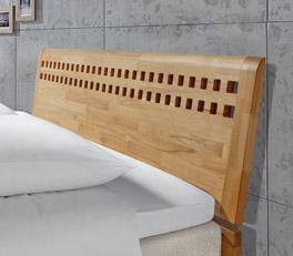 Weißes Boxspringbett Piacenza mit Muster im Holzkopfteil