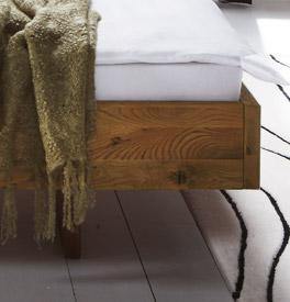 Wildeiche Bett Campinas mit Schwebebettrahmen