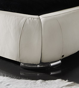 Doppelbett Casablanca in creme weiss mit Chrom-Füßen