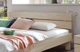 Doppelbett Madrid mit Bettleuchten und Kopfteil zum Anlehnen