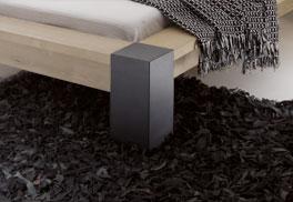 Doppelbett Savena mit anthrazitfarbenem Metallfuß.