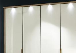 Der Kleiderschrank Morley in Eiche und Magnolie mit Passepartout-Rahmen