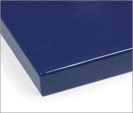 Farbmuster des Kinderbettes mit blauer Lackierung