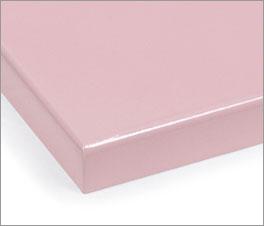 Farbmuster für Kinderbetten mit rosafarbener Lackierung