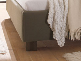Der Fuß des Bettes Pablo aus Massivholz, Buche wenge