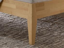 Das Holzbett Leonardo mit Bettfüßen aus Massivholz