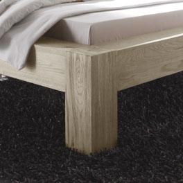 Holzbett Maias Bettbein mit natürlicher Maserung