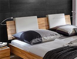 Sie können Holzbett Rimini mit Einsteck-Kissen ausstatten