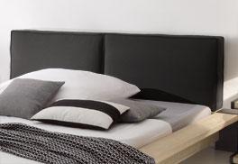 Holzbett Savena mit großem Kopfteil mit Leinenbezug