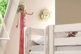 Haltergriffe an der Leiter garantieren Sicherheit - Hütten-Hochbetts Kids Paradise Laubhütte