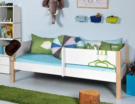 Kinderbett Kids Town mit praktischer halber Absturzsicherung