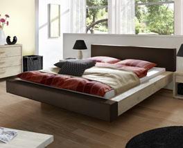 Komfortables Luxusbett Vilar aus Holz und Leder