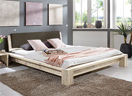 Massivholzbett Domingo in Wildeiche Weiß in rustikalem Design.