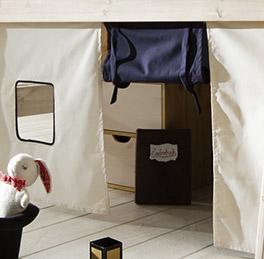 Massivholzbett Kids Dreams mit Spielvorhang und Eingang