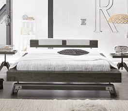 Hochwertiges Massivholzbett Molina in Doppelbettgröße