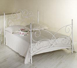 Schlichtes Bett Amarete in hochwertigem Metall