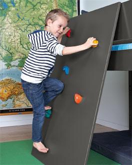 Mini-Hochbett Kids Town mit Kletterwand und bunten Klettergriffen