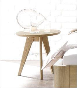 Nachttisch und Hocker Rakaia in der hohen Variante