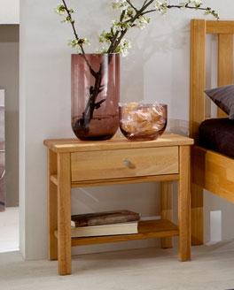 Hochwertiger Nachttisch Mira aus robustem Holz