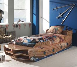 Piratenbett Enter im Schiffs- und Bootsdesign