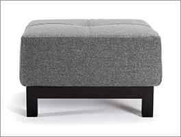 Polster-Sitzhocker Wilshere mit grauem Webstoff und hochwertigen Holzfüssen