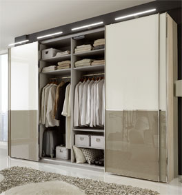 Schwebetüren-Kleiderschrank Banga mit vielseitiger Ausstattung