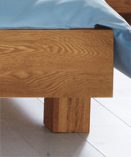 Futonbett Siero mit Massivholzfüßen