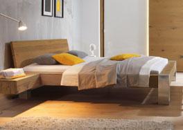 Wildeichenbett Liro aus Massivholz mit Edelstahlfuessen