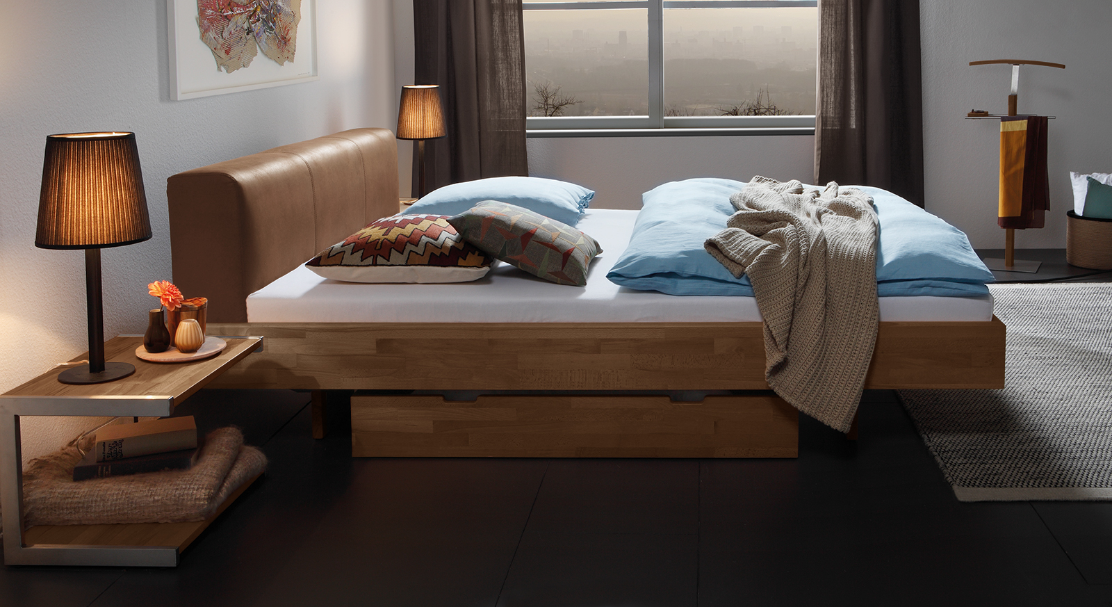 Bett Vimara aus Massivholz in Buche, nussbaumfarben