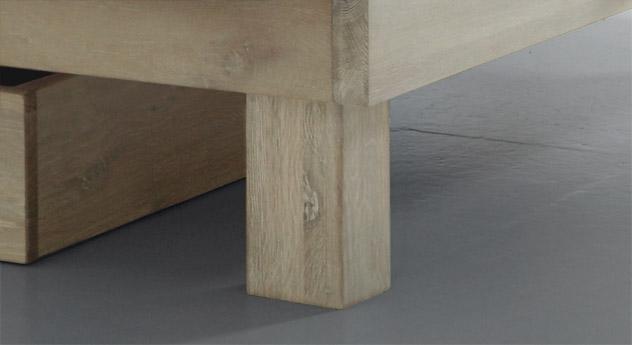 Bett Soria mit Fußteil aus Massivholz