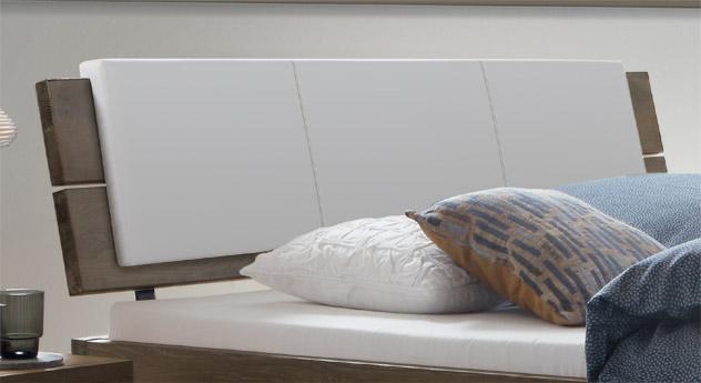 Bett Soria mit gepolstertem Kopfteil
