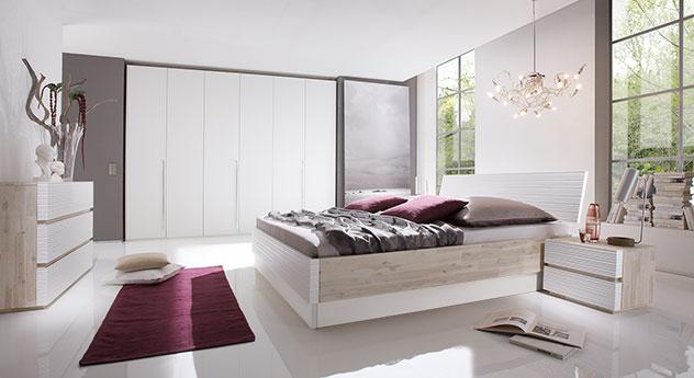Akazienbett Padua mit weiß und mit passenden Produkten