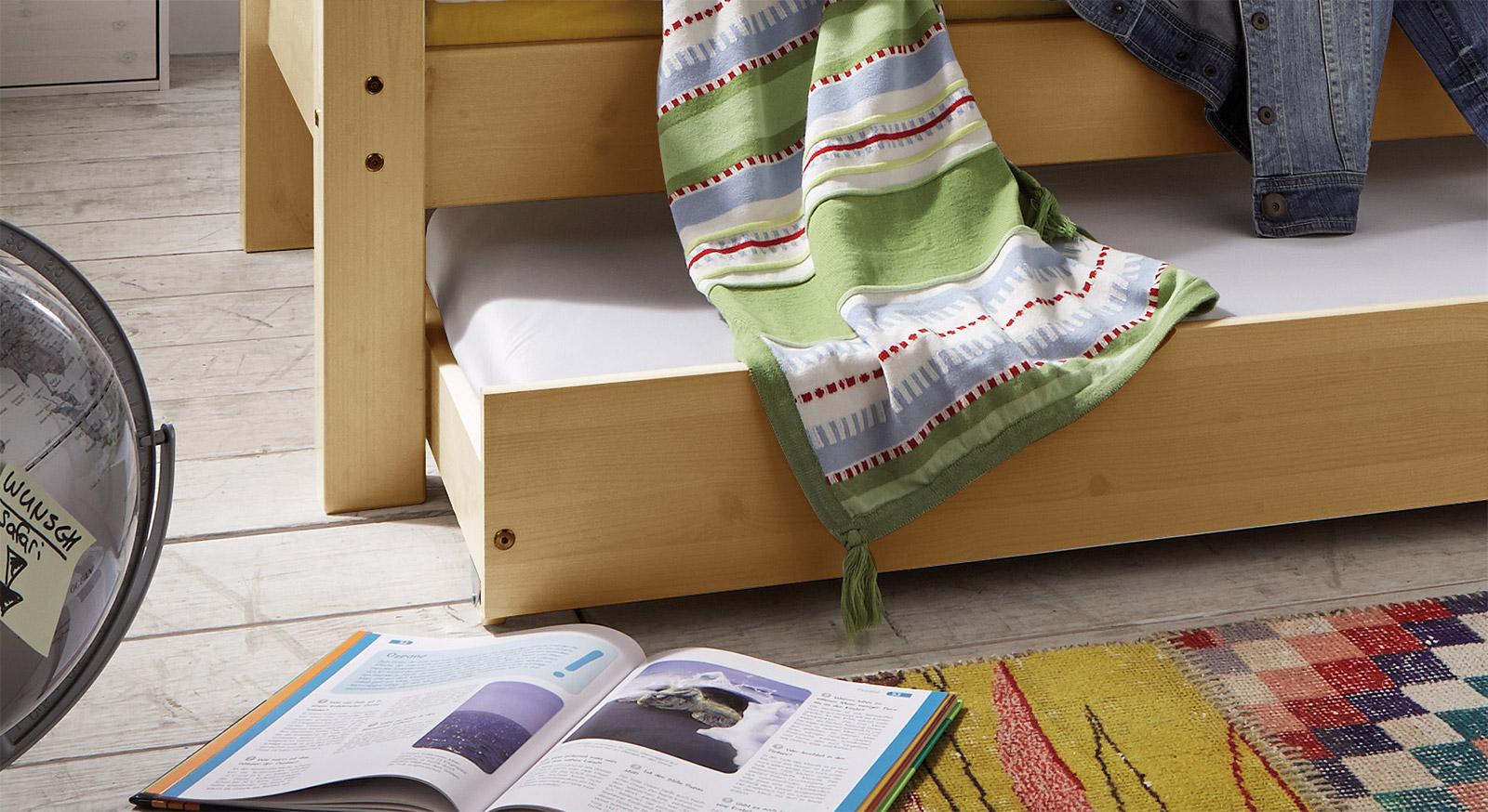 Hochwertiges Ausziehbett Kids Dreams mit zwei Betten in natur