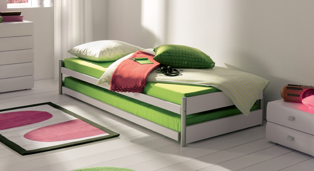 Ausziehbett mit ober und unterbett in kombination tom for Doppelbett platzsparend