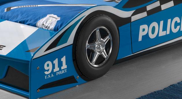 Autobett Blue Light mit Reifen und Felgen Nachbildungen