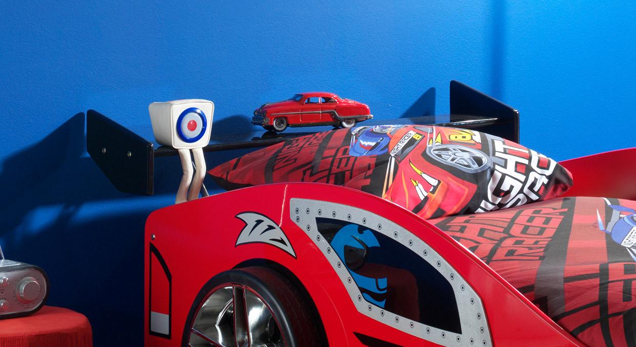 Praktische Ablagefläche vom Autobett Hero rot