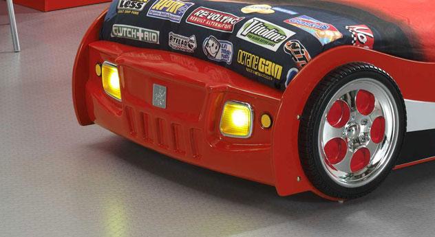 Autobett Speedfighter mit leuchtenden LED-Scheinwerfern