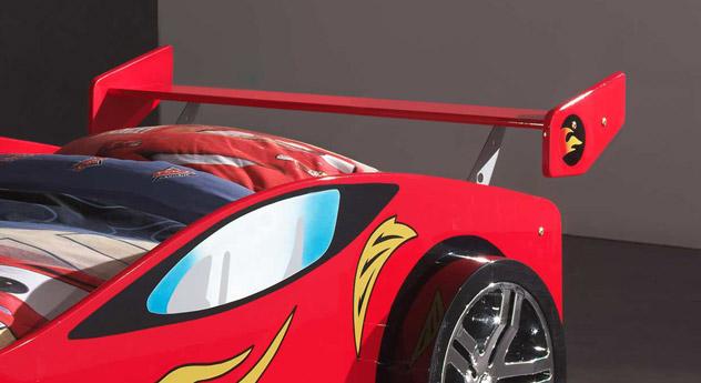 Autobett Tuning rot mit Heck-Spoiler am Kopfende